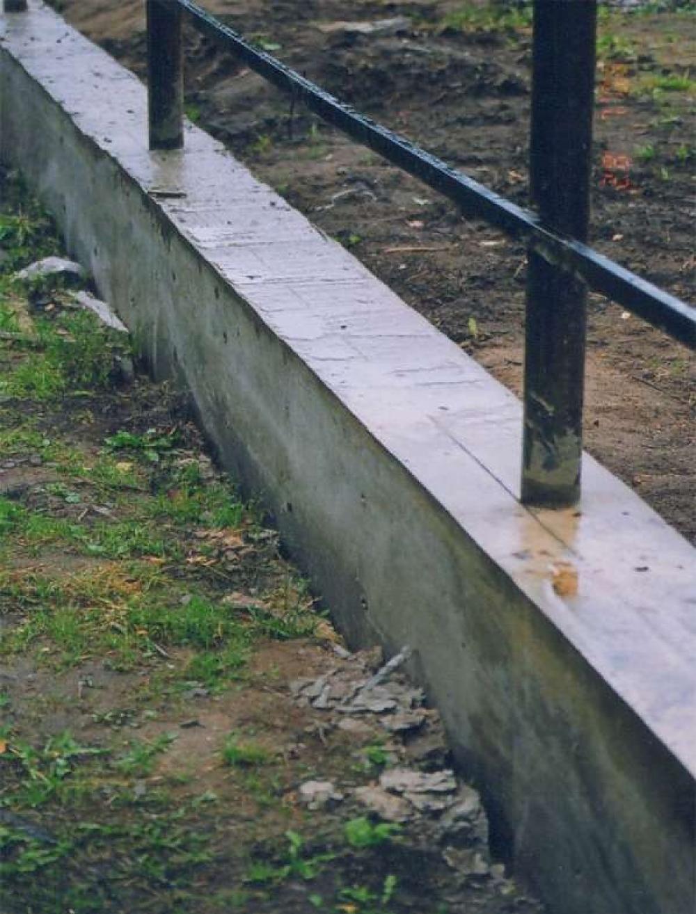 Делаем забор с фундаментом своими руками