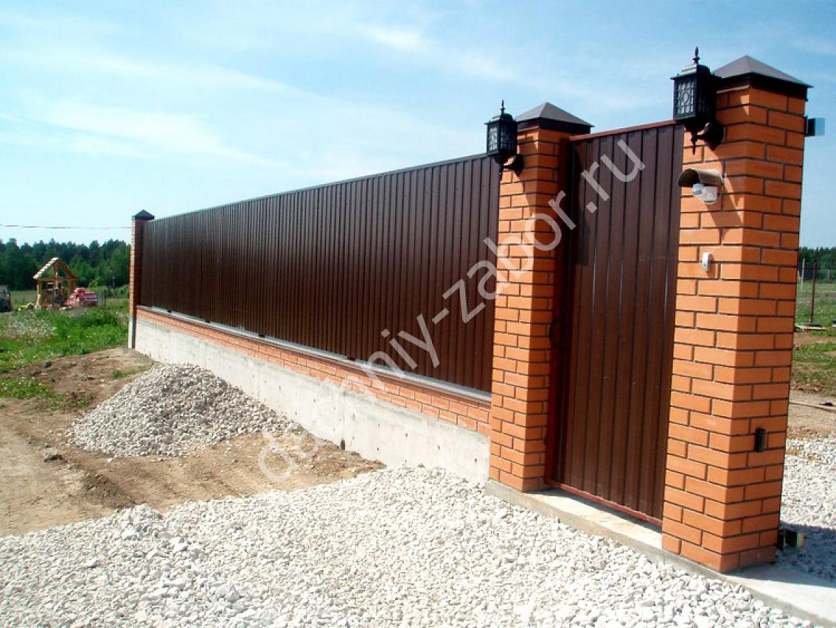 Забор с фундаментом и столбами своими руками фото